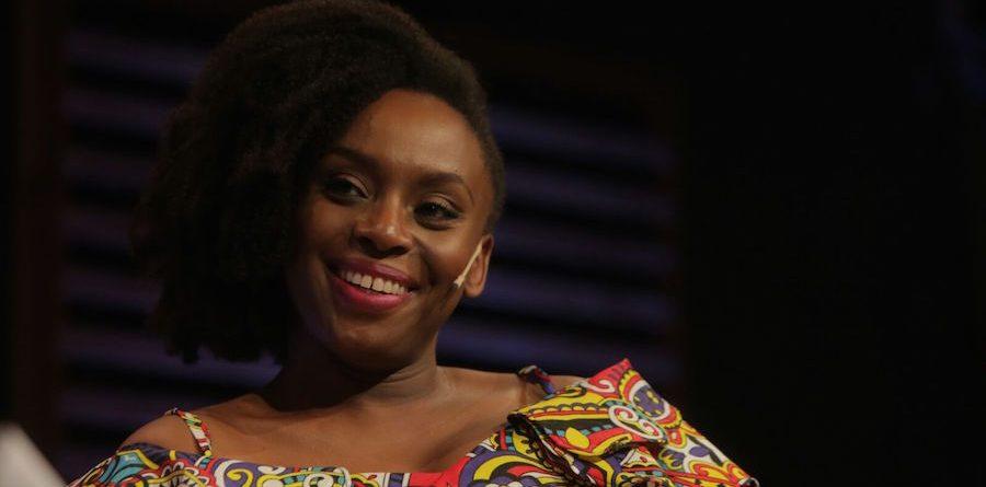 chimamanda ngozi adichie cccb feminismo feminista literatura africana americanah medio sol amarillo