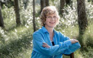 Núria Esponellà: «Si ens resistim al dolor, n'augmentem el sofriment»