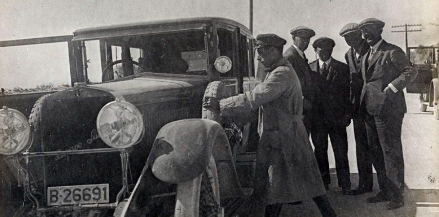 Fotografia del viatge amb F. Folguera, X. Nogués, R. Reventós i M. Utrillo. 1927. AFB. Autor desconegut.