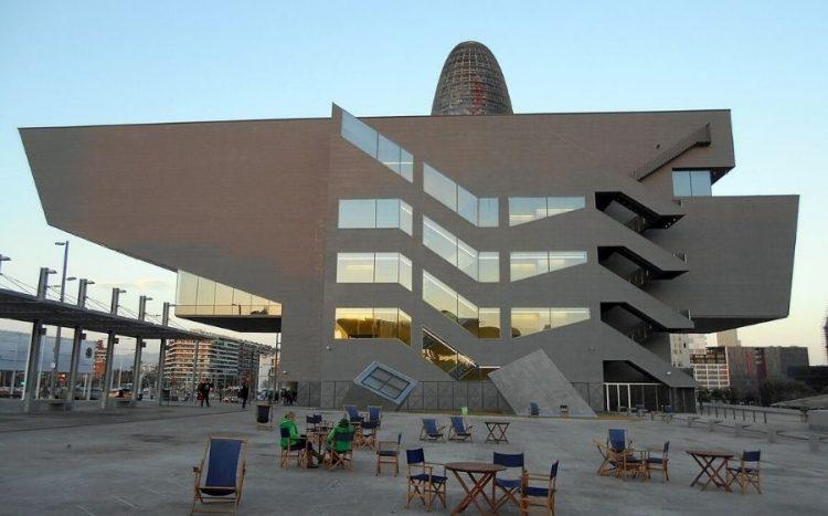 El Museu del Disseny de Barcelona és obra del despatx d'Oriol Bohigas.